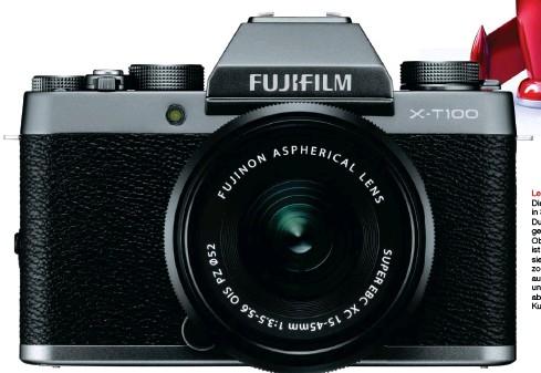 ??  ?? Leicht und kompakt Die Kamera gibt es in Schwarz und Dunkelsilber (abgebildet). Das KitObjektiv 1545 mm ist mit Bildstabilisierung und Motorzoom ausgestattet, außerdem leicht und kompakt, hat aber leider ein Kunststoffbajonett.
