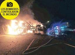?? FOTO: EL HERALDO ?? LOS BOMBEROS CONTROLARON EL INCENDIO