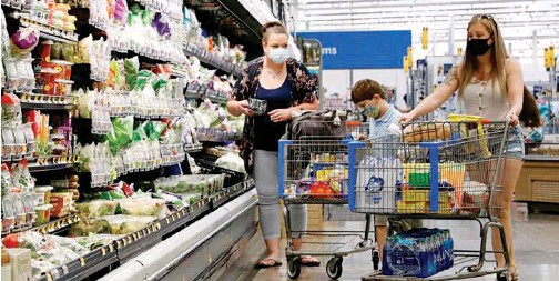 ?? File/reuters ?? ↑ Shoppers are seen wearing masks at a Walmart store in Bradford, Pennsylvania.