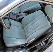 ??  ?? Примета представительского седана – подвод воздуха к заднему дивану и даже отдельный прикуриватель.
