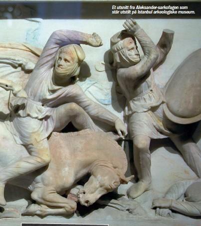 ??  ?? Et utsnitt fra Aleksander-sarkofagen som står utstilt på Istanbul arkeologiske museum.