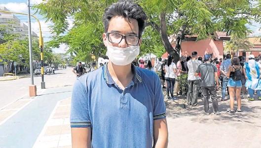 "??  ?? Bronca. ""Desde que tengo uso de razón escucho hablar de Insfrán como gobernador"", explica Agustín Rojas, de 20 años."