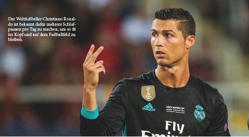 ??  ?? Der Weltfußballer Christiano Ronaldo ist bekannt dafür mehrere Schlafpausen pro Tag zu machen, um so fit im Kopf und auf dem Fußballfeld zu bleiben.
