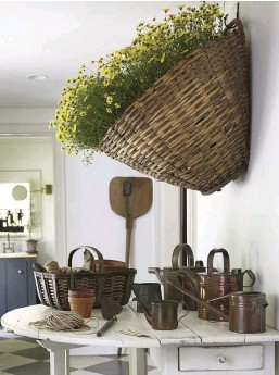 ??  ?? left: For a natural statement piece, fill a vintage basket with flowers or greenery and hang it on your wall. Smaller baskets will look nice hanging from a row of hooks.
