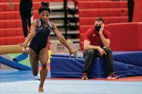 ?? Brett Coomer / Staff photographer ?? Perhaps Simone Biles' best combination of artistic expression and power is on floor exercise, an event she won in 2016.