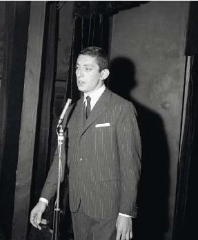 ??  ?? Au cabaret des Trois Baudets, à Paris, en 1958