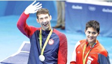 ??  ?? File photo taken on August 13, 2016 silver medallist USA's Michael Phelps (L) waves next to gold medallist Singapore's Joseph Schooling during the medal ceremony of the Men's 100m Butterfly Final during the swimming event at the Rio 2016 Olympic Games at the Olympic Aquatics Stadium in Rio de Janeiro. - AFP photo