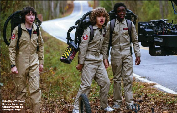 ??  ?? Mike (Finn Wolfhard), Dustin y Lucas, los Cazafantasmas de 'Stranger Things'.