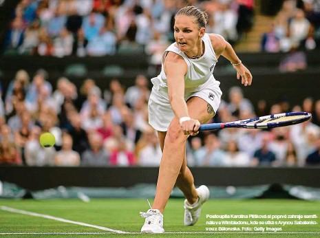??  ?? Postoupila Karolína Plíšková si poprvé zahraje semifinále ve Wimbledonu, kde se utká s Arynou Sabalenkovou z Běloruska. Foto: Getty Images