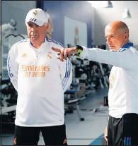 ??  ?? Carlo Ancelotti, junto con Pintus, en Valdebebas.