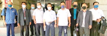 ??  ?? Joachim (fifth right) and Sumardi Mohd Yusof (second left), with their entourage at Cement Industries (Sabah) Sdn Bhd.