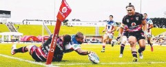??  ?? FIJIAN FLYER: Winger Akuila Uate scores for the Knights.