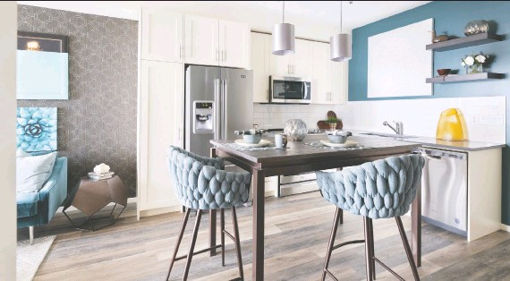 ?? PHOTOS: BRAD REMINGTON HOMES ?? The L-shaped kitchen in the Emerald is a functional cooking space that features an optional island great for gathering.