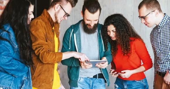 ??  ?? Es cada vez más claro que la Generación Z está aportando una actitud fresca y una gran cantidad de nuevas ideas a la fuerza de trabajo.