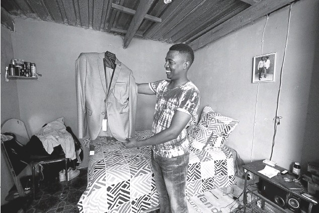"?? Pic­tures: ©Leonette Bower ?? LOOK­ING FOR­WARDKhakal­omzi Gcwabe Dlamini lives with his mother and brother in Mother­well out­side Port El­iz­a­beth. His fa­ther died when Khakalomzi was in grade 3 and his mother lives on a gov­ern­ment grant. He is in his third year of study­ing to­wards a na­tional di­ploma in man­age­ment. ""Your back­ground doesn't de­ter­mine your fu­ture,"" writes Khakalomzi. His stud­ies have been partly funded by a stu­dent grant but he also re­lies on ""sup­port from in­di­vid­u­als who have an in­ter­est in my fu­ture, peo­ple who come from my church, the ones who ini­ti­ated the first steps to get me into NMMU. They paid for my reg­is­tra­tion and have con­tin­ued to sup­port me fi­nan­cially and per­son­ally."" He would like one day to run a con­sult­ing busi­ness that will help small busi­nesses grow, and ""start my own foun­da­tion to spon­sor ma­tric­u­lants with funds to study, men­tor­ing young adults and equip­ping them to change the world and cre­ate a bet­ter fu­ture""."
