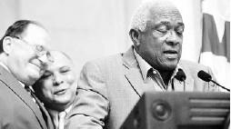 ??  ?? SANTOS ALOMAR CONDE participó anteayer en un homenaje a Luis Rodríguez Olmo en el Capitolio.