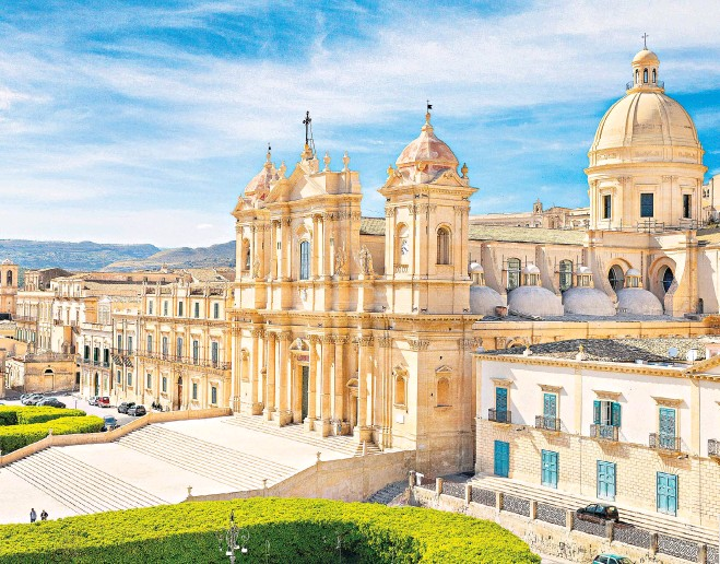 ??  ?? The island is known for its rich architectural heritage, including the Baroque cathedral of San Nicolo in Noto old town
