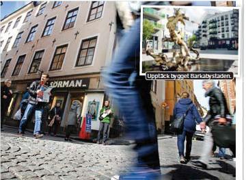 ?? FOTO: ANDREAS ENBUSKE ?? Upptäck bygget Barkabystaden. VÄSTERLÅNGGATAN. En av Stockholms i vanliga fall turisttätaste gator. I sommar kommer det finnas mer plats för att upptäcka Gamla stans gränder.