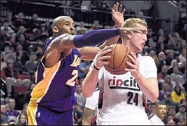 ?? Steve Dykes ?? KOBE BRYANT, left, had only 10 points in his last game at Portland but brings his intensity on defense against Trail Blazers center Mason Plumlee.