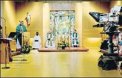 ?? ARXIU ?? Sant Cugat. La2fa 35 anys que ofereix missa en català cada diumenge, que supera l'audiència de la que TV3 emet un cop al mes des de Montserrat