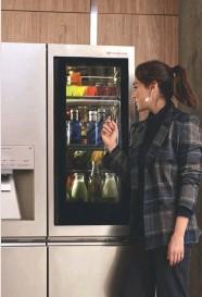 ??  ?? ELLA SABE LO QUE QUIERE Tamara Falcó no lo duda. Desea y exige siempre lo mejor. Y cuando se trata de la frescura y condiciones de sus alimentos, sabe que elegir LG SIGNATURE es elegir calidad, salud y comodidad en un electrodoméstico bello y armónico.