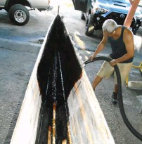 ??  ?? Above: The inside of the canoe also had some carbon fiber reinforcement covered with a layer of fiberglass.