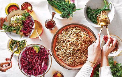 ?? Julia Gartland / New York Times ?? Put out cold chile noodles with fresh herbs, citrusy cabbage and vegetables. Then let guests build their own meals.