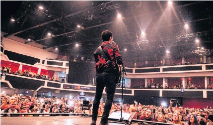 ?? MIKE LEWIS PHOTOGRAPHY ?? Kelly Jones of Stereophonics performs at Motorpoint Arena in Cardiff last March