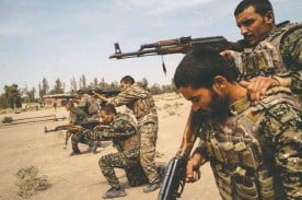 ??  ?? ABOVE: Recruits to the U.s.-backed Syrian Democratic Forces take part in basic training at a base in Raqqa, Syria.