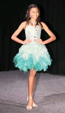 ??  ?? CHLOE Carlse was recently crowned Miss Mini Teen South Africa 2020 and Miss Mini Teen Universe SA 2020 at the Miss and Mr Junior SA 2020 pageant. PICTURE: SUPPLIED