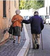 ?? GREGORIO BORGIA/ASSOCIATED PRESS ?? Studies suggest that older runners and cyclists might use the same amount of oxygen to walk as younger people do.