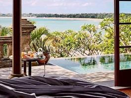 ??  ?? The Four Seasons Jimbaran Bay's luxe rooms