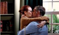 ??  ?? Henrique decide dar um novo passo na sua relação com Lara e anuncia que estão noivos