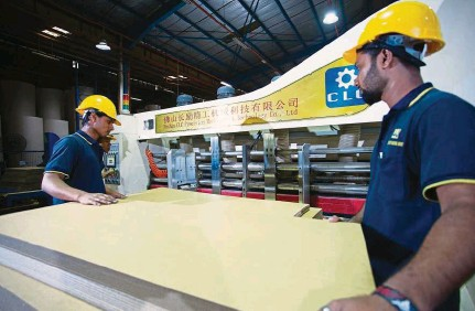 ??  ?? High-tech ops: High-speed printing machine at Century Bond's plant in Nilai, Negri Sembilan. Century Bond contribute­d Rm61.3mil, or 14%, to group revenue, given the higher traction from the offset carton and consumer divisions.