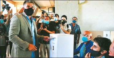 ?? CEDOC PERFIL ?? POR EL POTRO. El Luifa Artime, convertido en presidente de Belgrano, va por la estatua de Rodrigo.