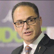 ?? TOPHER SEGUIN/THE CANADIAN PRESS ?? Finance Minister Joe Ceci heads to Toronto and New York to meet with business leaders and sell the province's virtues just as Alberta's credit rating is again downgraded.