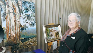 ??  ?? Trafalgar Probus Club member Liz Bowley exhibits some of her artwork
