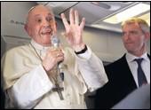 ??  ?? STRAH OD NOVOG RASKOLA U CRKVI Molim da ne dođe do šizme u Crkvi, ali ne bojim je se, kazao je papa Franjo u zrakoplovu