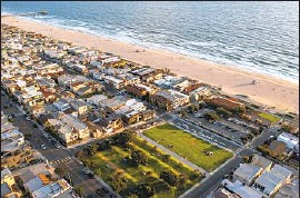 ?? Allen J. Schaben Los Angeles Times ?? BRUCE'S BEACH, in Manhattan Beach, is on land seized from Black owners in 1924. Los Angeles County is now trying to return the land to the Bruce family.