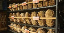 ??  ?? Sour­dough on the shelves at Seag­ull Bak­ery.