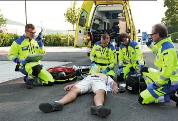 ??  ?? Übung der Rettung St. Gallen, im Hintergrund ein KTW.