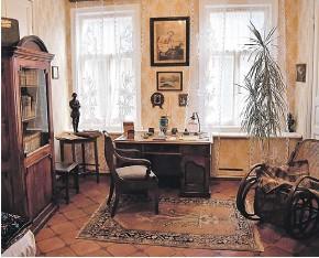 ??  ?? Кабинет супруги Екатерины Пешковой, которая помогала с рукописями.