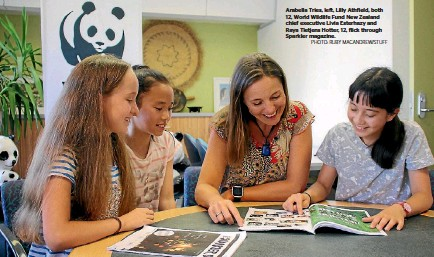 ?? PHOTO: RUBY MACANDREW/STUFF ?? Arabella Tries, left, Lilly Athfield, both 12, World Wildlife Fund New Zealand chief executive Livia Esterhazy and Raya Tietjens Hotter, 12, flick through Sparkler magazine.