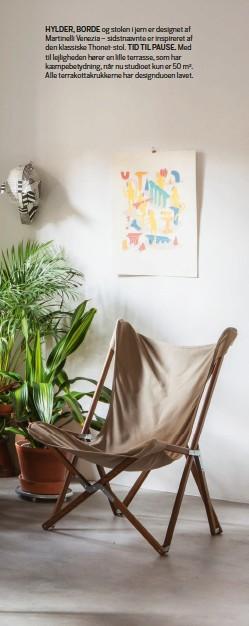 ??  ?? HYLDER, BORDE og stolen i jern er designet af Martinelli Venezia – sidstnaevnte er inspireret af den klassiske Thonet-stol. TID TIL PAUSE. Med til lejligheden hører en lille terrasse, som har kaempebetydning, når nu studioet kun er 50 m2. Alle terrakottakrukkerne har designduoen lavet.