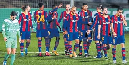 ??  ?? Final. La formación juvenil del Barcelona deja el Municipal del Cornellá tras mucho esfuerzo para ganar.