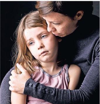 """??  ?? Trauernde Kinder brauchen Halt. Jedoch sollten Erwachsene auf keinen Fall dabei den Satz """"Sei doch nicht traurig""""verwenden."""