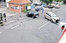 ?? FOTO: FEUERWEHR HOHENHAMELN ?? Ein schwerer Verkehrsunfall ereignete sich bei der Zuckerfabrik Clauen.