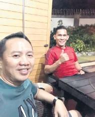 ??  ?? BINCANG: Jelius (kanan) berbincang dengan Verdon perancangan untuk Sabah FC.