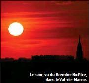 ??  ?? Le soir, vu du Kremlin-Bicêtre, dans le Val-de-Marne.