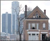 ?? JEFF KOWALSKY, EPA / LANDOV ?? An empty house stands with the GM Building in downtown Detroit in the background. In March, Michigan Gov. Rick Snyder declared a financial emergency for the city.